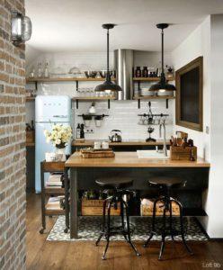 インダストリアルな海外の壁付けキッチン