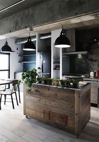 足場板のキッチンカウンター