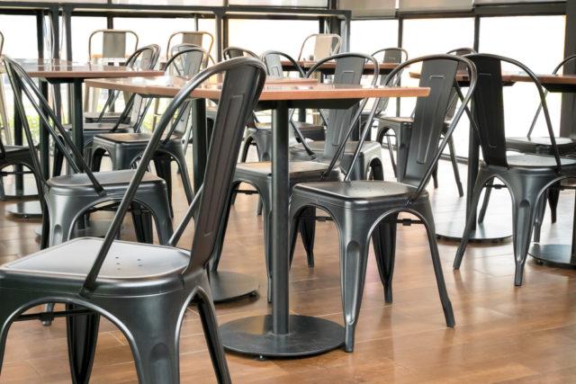 インダストリアルに合うモダンが椅子選びのテーマ