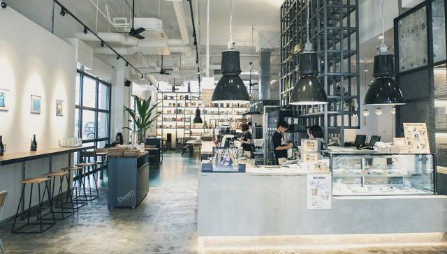 スケルトン系カフェ