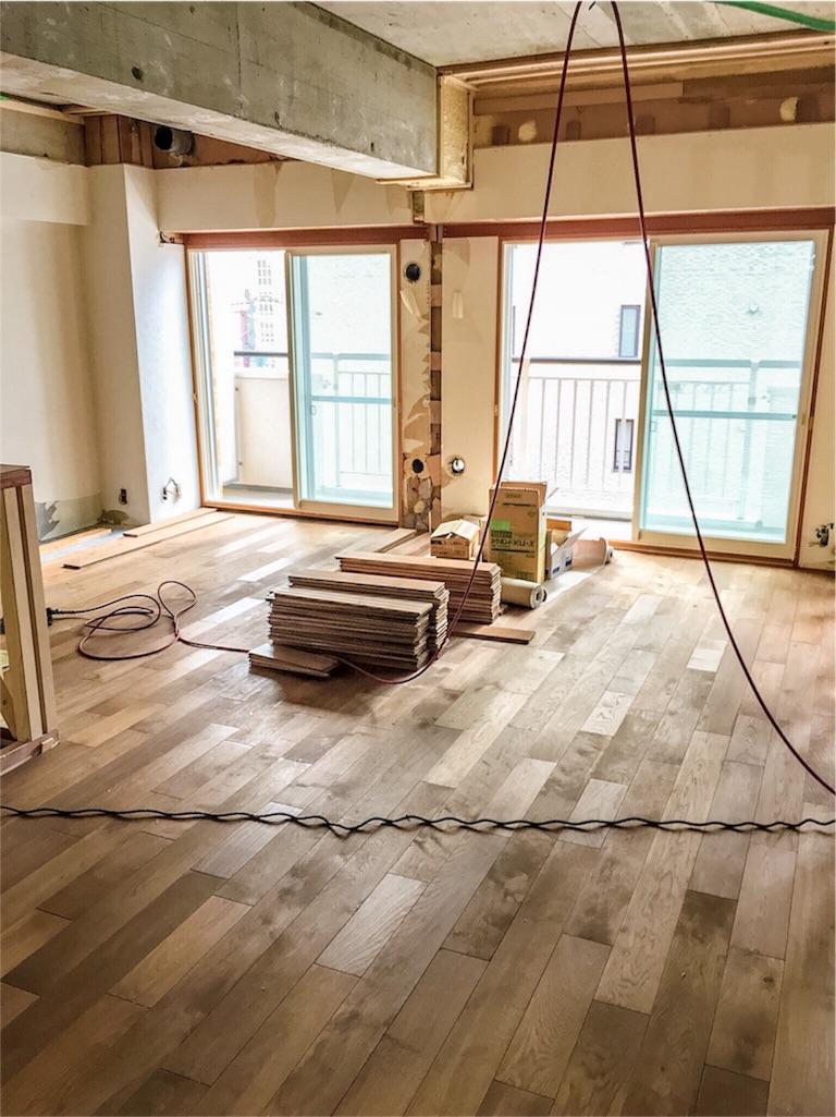 リノベーションで無垢の床にしたリビング