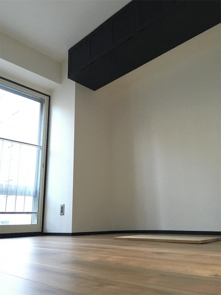 チョークペイントで塗り直して再利用した吊り戸棚