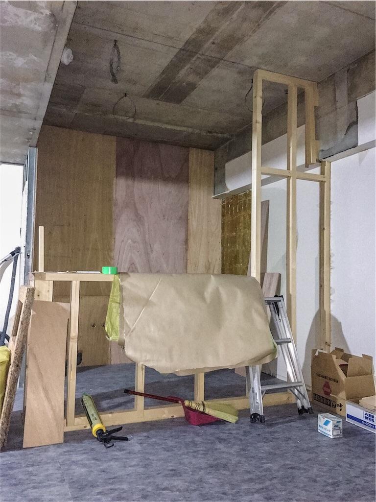 造作中のキッチンカウンター