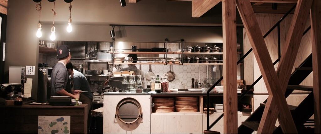 雑炊と珈琲。植物と家具がテーマの飲食店
