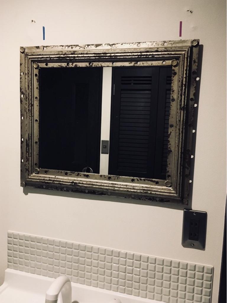 石膏ボード用フックで取り付けた5キロの鏡