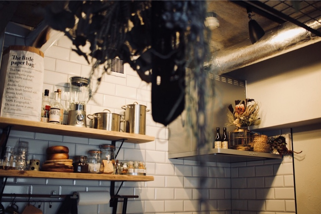 サブウェイタイルを使った壁付けキッチン