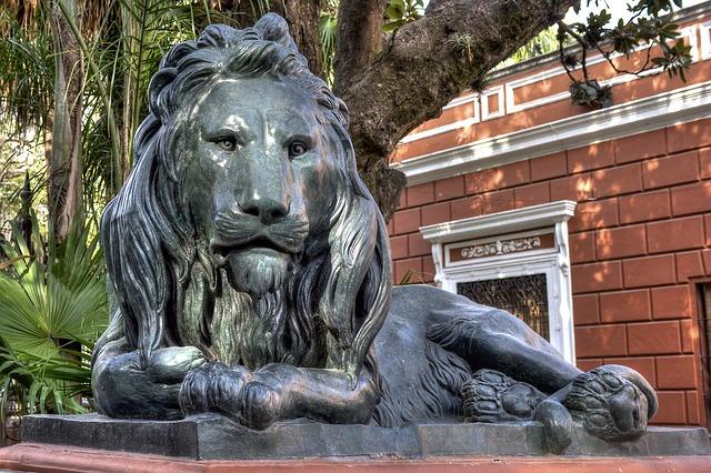 ライオンの銅像