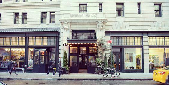 古い建物をリノベーションしたACE HOTEL(エースホテル)