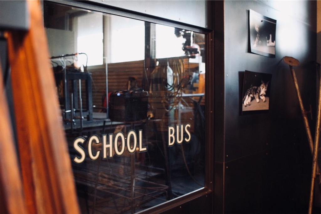 オリジナルのアイアン家具・什器製作「SCHOOL BUS(スクールバス)」