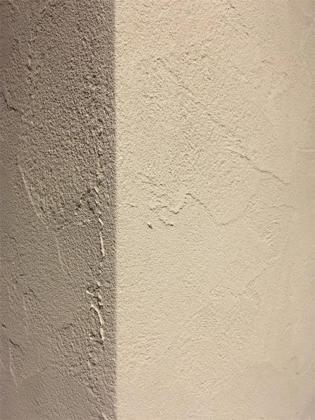 塗り壁にしたリビングの壁