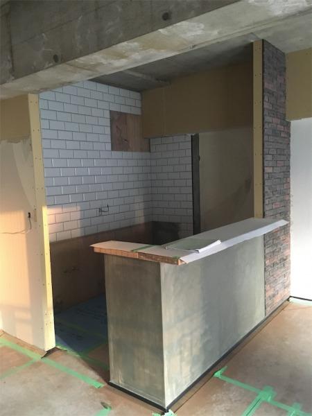 冷蔵庫を置くスペースとキッチンまでの距離が狭い