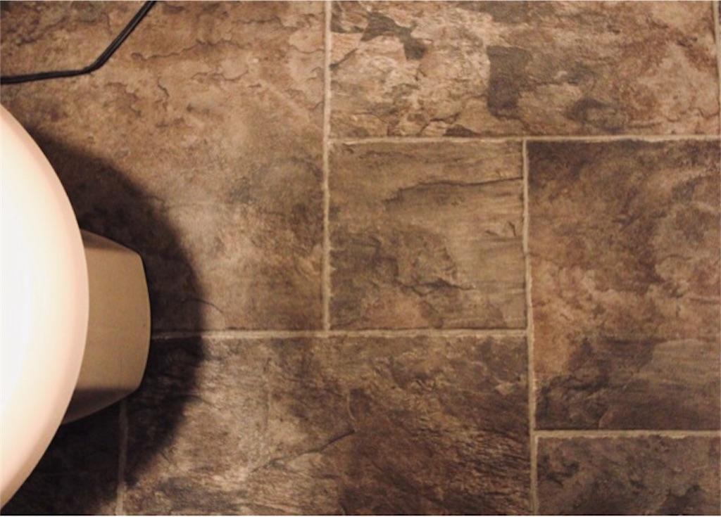 モールディングとベニヤ板で造作したリフォーム&DIY後の腰壁