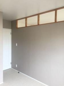壁の高い位置に設置した室内窓(インナーウィンドウ)
