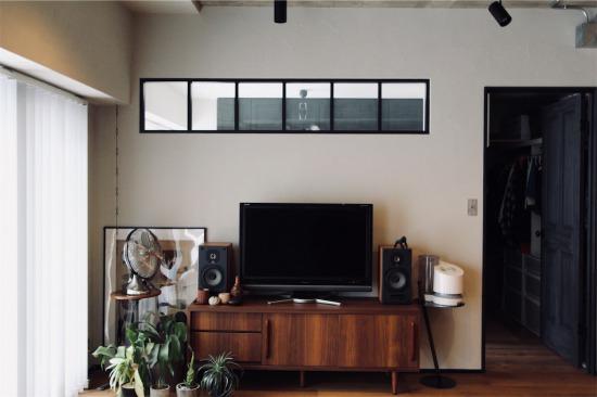 リノベーションで取り入れた自宅リビングの室内窓(インナーウィンドウ)