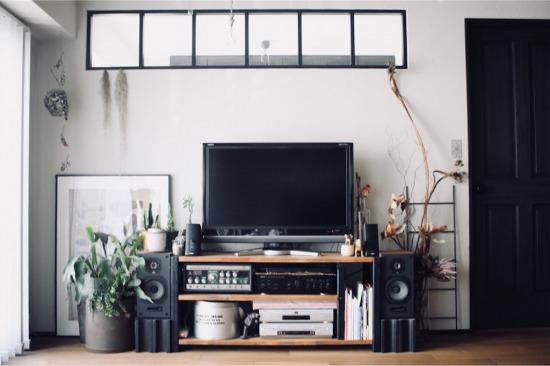 見せる収納を意識した買い替え前のテレビボード