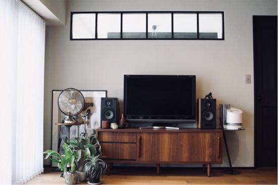 LOWYA(ロウヤ)で見つけたミドルテレビ台(脚付テレビボード)