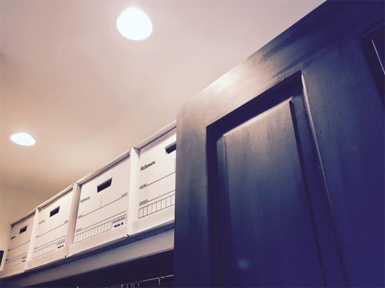 WICの棚上に置いて使用中のフェローズバンカーズボックス