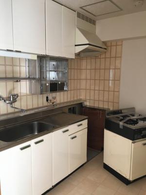 リノベーション・解体前のキッチン