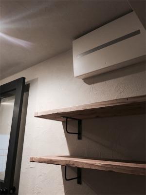 足場板を使った靴の収納用飾り棚