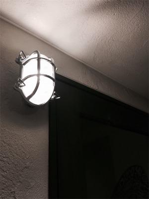 玄関に設置したマリンライト