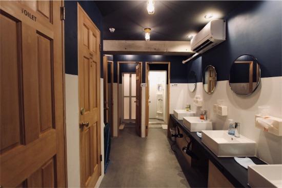 SHIMOKITA HOSTEL(シモキタホステル)の共同バス・トイレ・洗面スペース