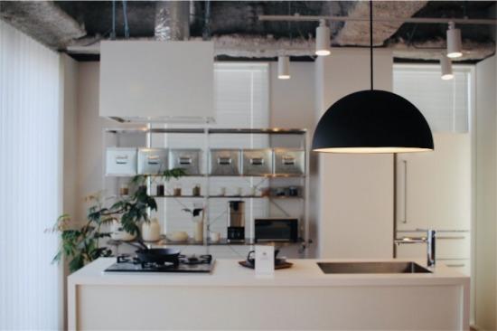 無印良品のリノベーション 青山店・ショールーム内のキッチン