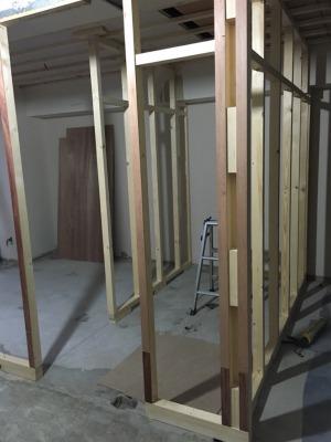 新しい間取りに沿って壁の下地が作られます