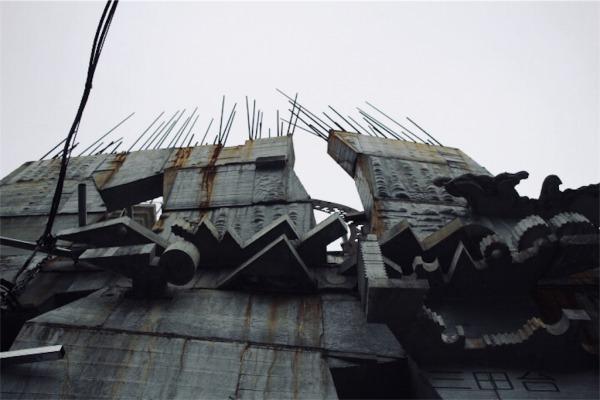 下から見上げる蟻鱒鳶ル(アリマストンビル)