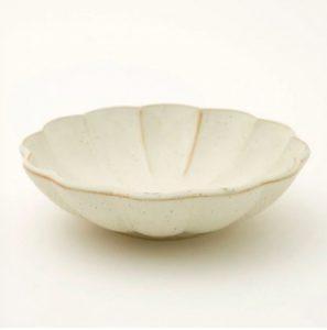 ニトリの丸型中鉢しのぎ 白釉