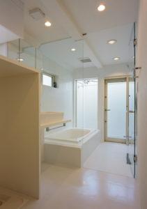 在来浴室のガラスドア