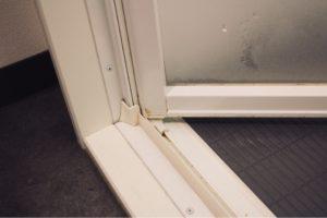 浴室ドア掃除前