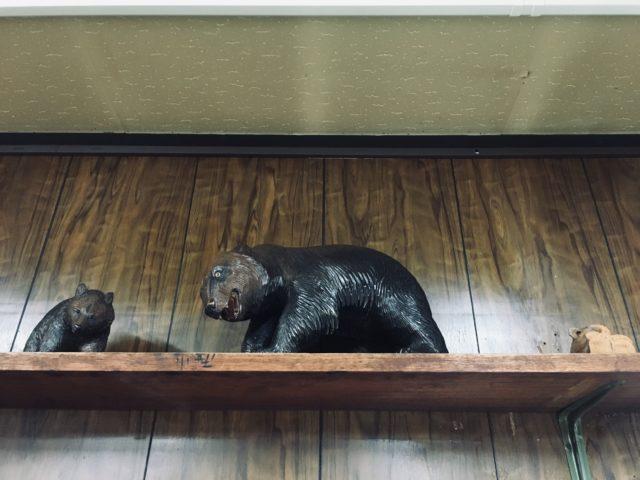 鈴木吉次さんの木彫り熊