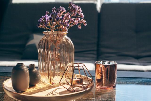 フラワーベース(花瓶)が必要な点にも注意