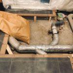 床下の排水管