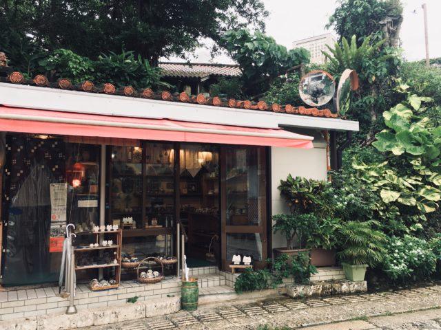 壺屋やちむん通りにある「Craft・Gift ヤッチとムーン」