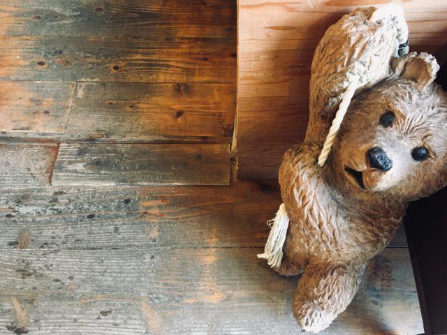 ヤッチとムーンの看板熊