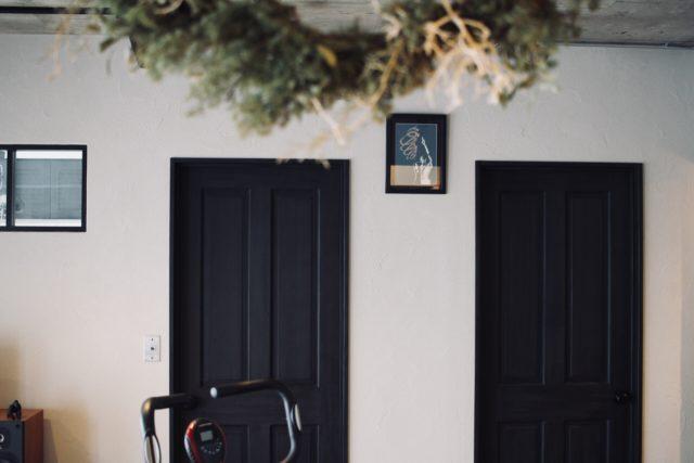 塗装した無垢のドア