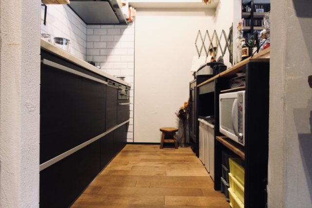 我が家のキッチンはオークの無垢床
