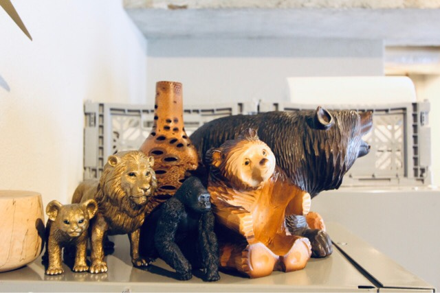 熊の木彫りと我が家のアニマルインテリア