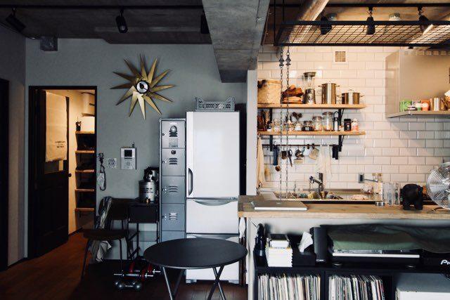 袖壁の横に冷蔵庫を配置