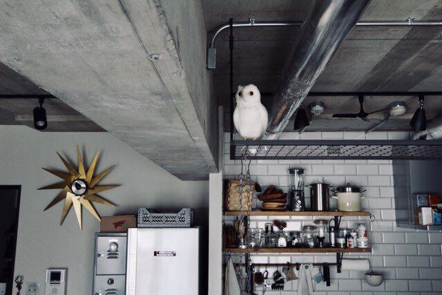 袖壁の隣に置いた冷蔵庫
