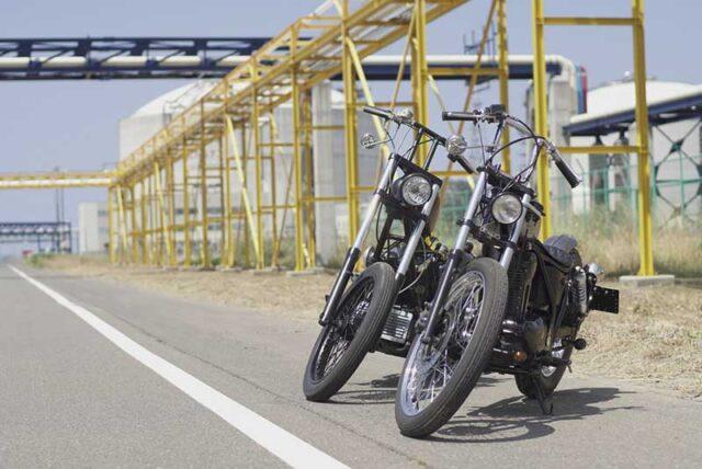 2台並ぶチョッパーバイク